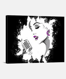la cara de una mujer que canta en un microfono
