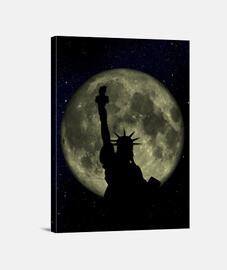 Lienzo Estatua Libertad Luna Vertical 3:4 - (30 x 40 cm)
