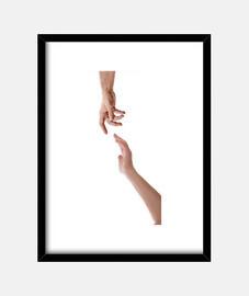 Mano de un hombre tocando la mano de una mujer