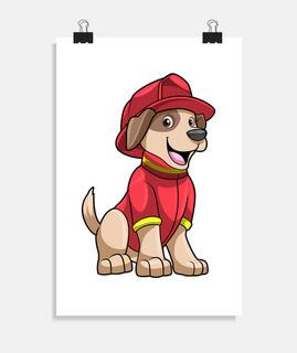 perro como bombero con casco de fuego