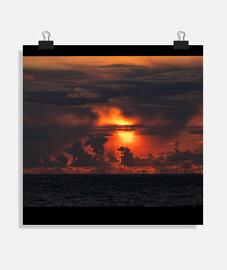 Puesta de Sol entre nubes
