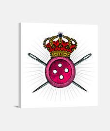 Reina de la costura. Botón con corona