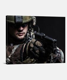 Soldado con pistola
