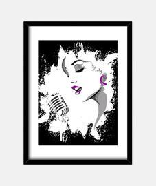 visage d'une femme chanter dans un microphon