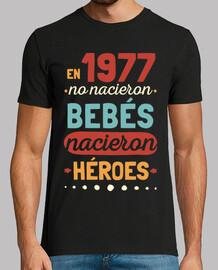 1977 héros, 43 ans