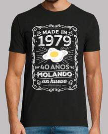 1979 40 anni molando un uovo