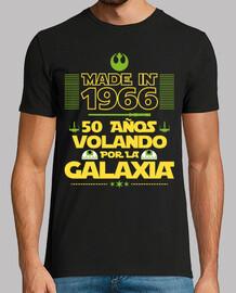 50 ans , il vole à travers la galaxie. 1966