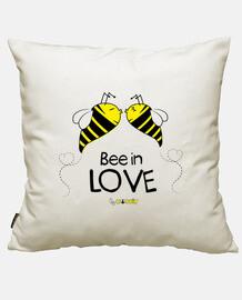 abeille dans l'amour