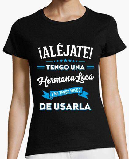Camiseta Aléjate tengo una hermana loca