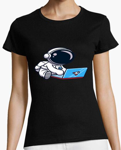 Camiseta astronauta y su cohete portátil