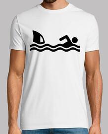 attacco di squalo nuotatore