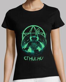 aumento de las mujeres de la camisa cthulhu