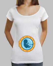 Bebè dentro all'oblò