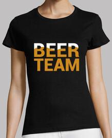 beer, short woman