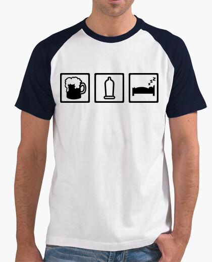 T-shirt birra sesso preservativo sonno