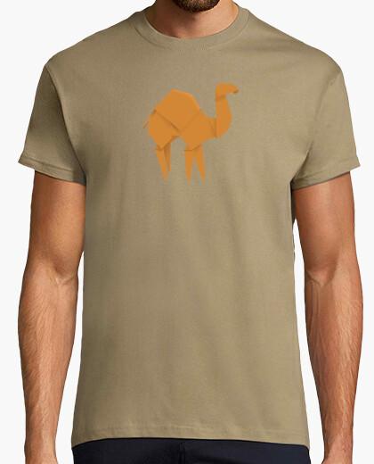 Camello naranja. Aplícalo sobre diferentes colores y estilos de camiseta de niño y adulto