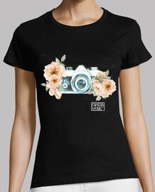 caméra fille fleur