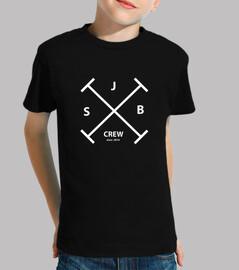 Camiseta infantil SJB Crew con el logo delante.