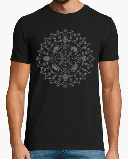 Camiseta Wiccan Mandala con gatos, calaveras, fantasmas y pociones - Monocromo