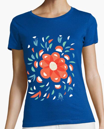 Camiseta caprichosa flor roja decorativa