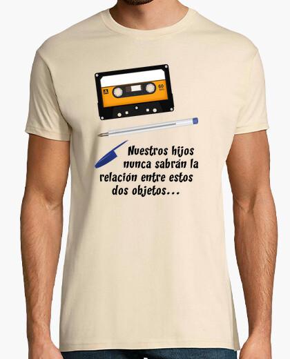 Camiseta Cassette y Boli Bic (Nuestros hijos nunca sabrán su relación...)