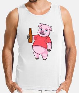 cerdo con botella de cerveza