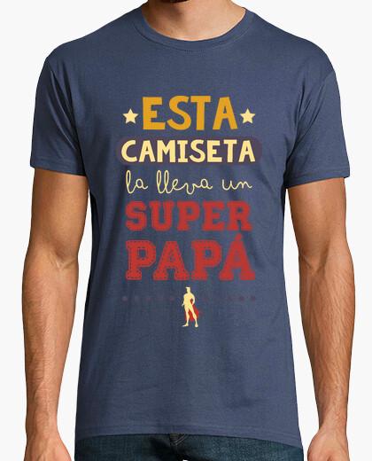 Tee-shirt cette chemise est portée par un superdad