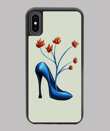 chaussure bleue avec des fleurs