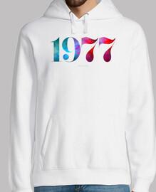 chemise née en 1977