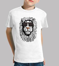 chico camiseta del león