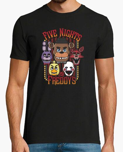 Camiseta cinco noches de caracteres multi
