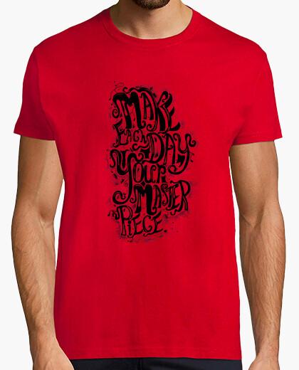 Tee-shirt citant une man haut rouge