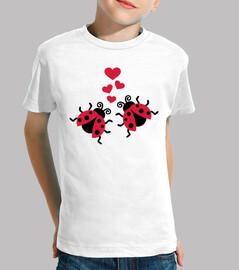 coccinelles dans les cœurs d'amour