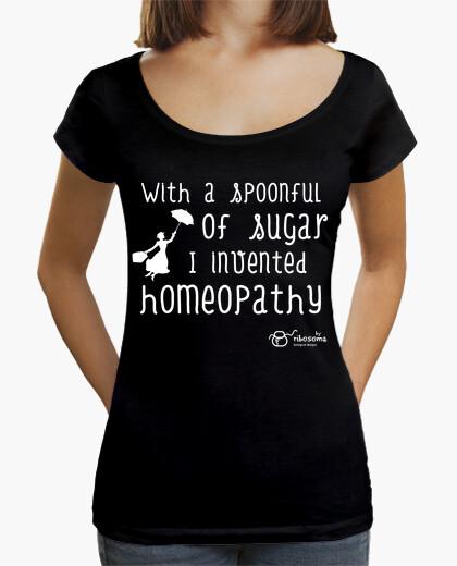 T-shirt con un cucchiaio of sugar (sfondi scuri)