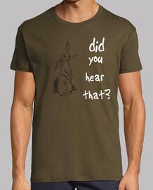 Conejito escuchando