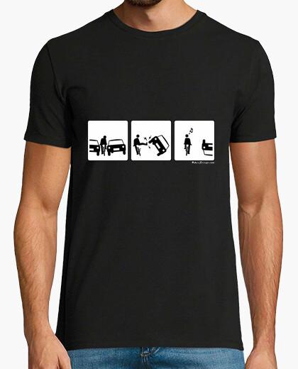 Camiseta Cop de peu al cotxe 02
