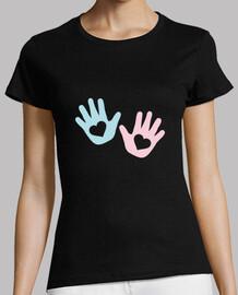 corazón de manos de bebe