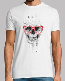 crâne avec des lunettes rouge