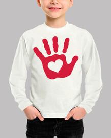 cuore rosso della mano del bambino
