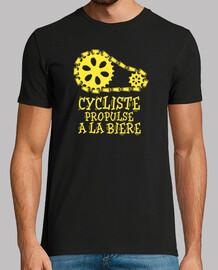 Cycliste propulsé à la bière