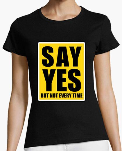 Camiseta di que sí pero no siempre letrero