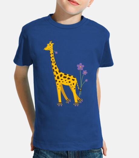 divertido lindo de la jirafa de dibujos animados de patinaje