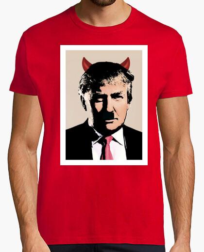 Camiseta dump trump - demonio hitler