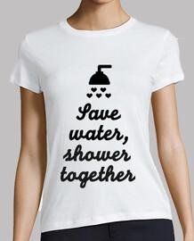économiser de l'eau douche ensemble