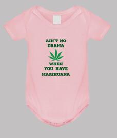 El Bebe Marihuanero, Nunca hay drama si tienes marihuana calidad premium