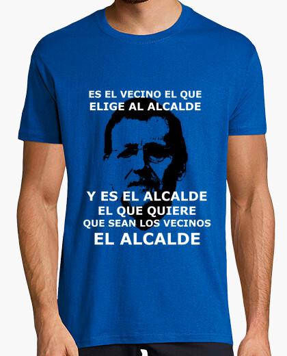 Tee-shirt est le voisin qui élit le maire