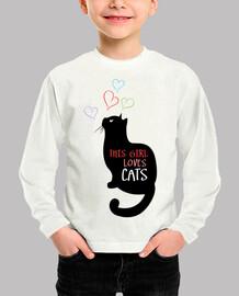 esta chica ama gatos