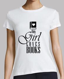 esta chica le encanta los libros