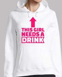 esta chica necesita una bebida