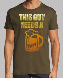 este tipo necesita una cerveza